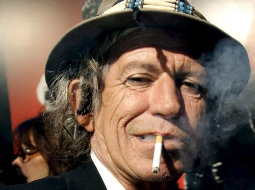 Keith Richards, la clope au bec