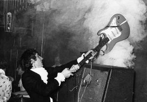 Pete Townshend, destructeur de guitare
