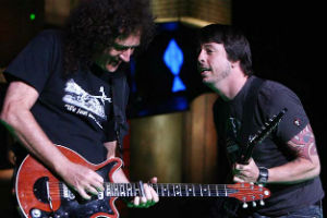 Brian May et Dave Growl